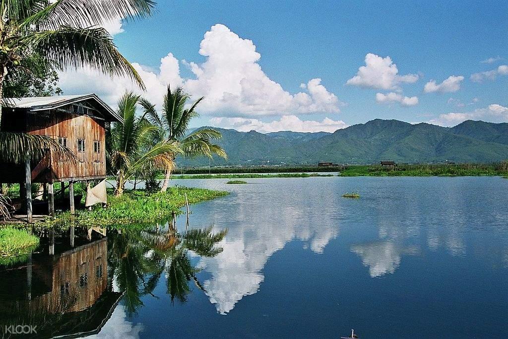 茵莱湖上有30多个村庄,建在人造浮岛上,是名符其实的水上人家