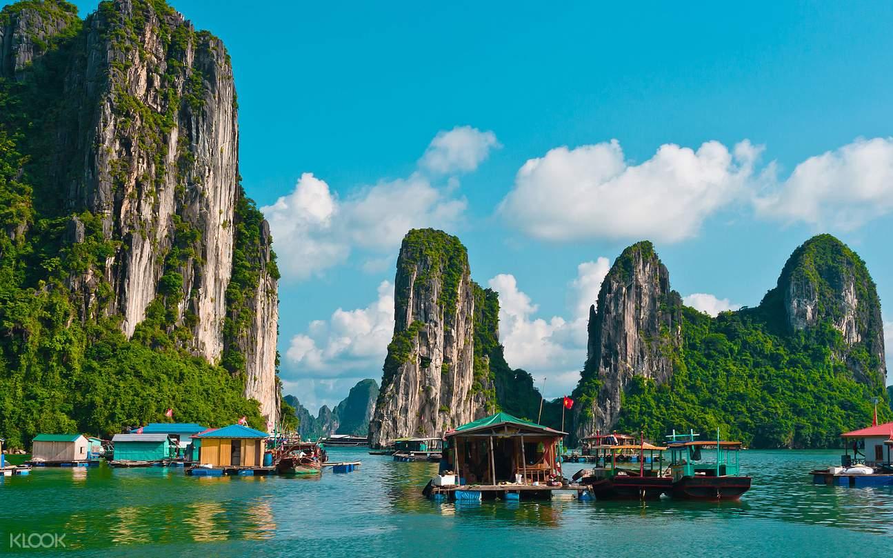 下龙湾是越南著名的风景胜地,1994年被联合国教科文组织列入了世界