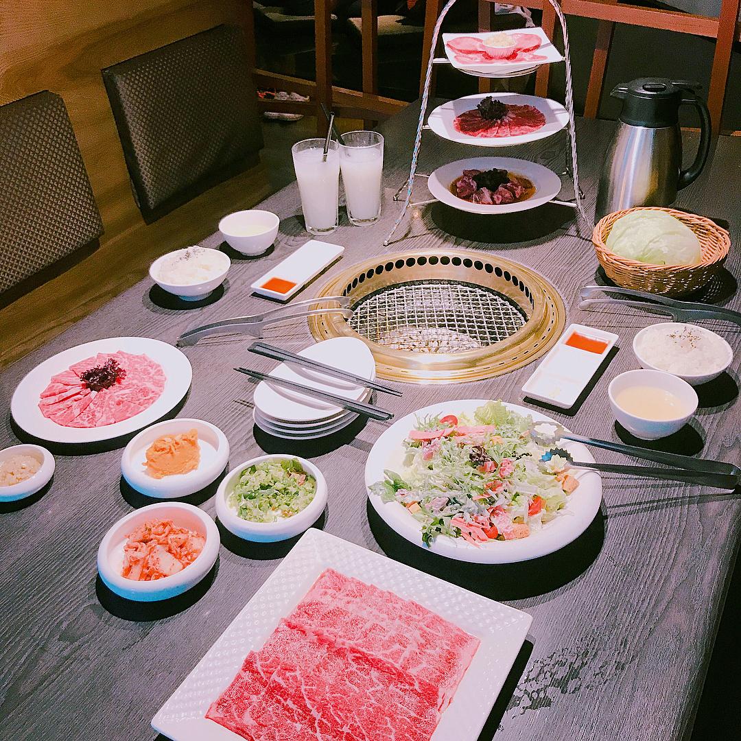「屋馬燒肉」的套餐組合,美味又豐盛。(圖片來源/Instagram-yixuannnn_1116)