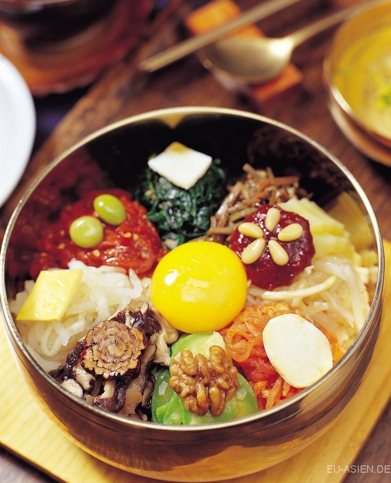 有 著 「 五 行 」 概 念 的 韓 國 拌 飯 文 化 。 圖 片 來 源: visitkorea.or.kr。