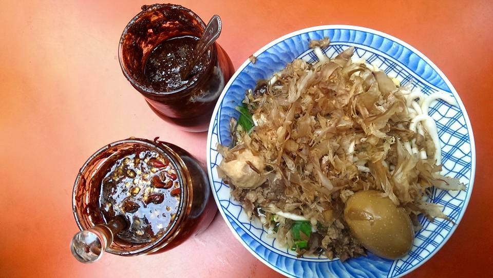 如果是點乾米苔目,別忘了加上招牌辣椒醬唷!(圖片來源/榕樹下米苔目粉絲團)