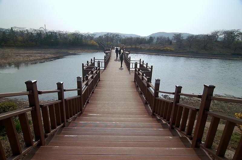 慶 州 普 門 湖。