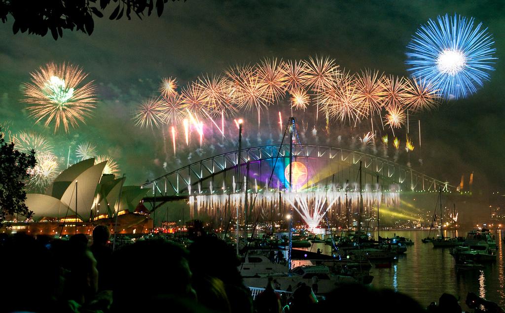 每年的雪梨跨年煙火秀,總吸引世界各地遊客前來朝聖。(Flickr授權作者-Hai Linh Truong)