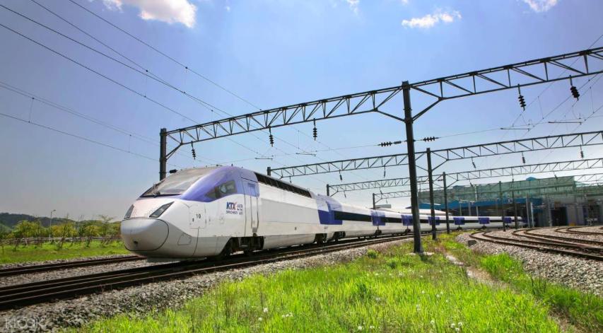 KTX 高 速 列 車 。 搭 乘 它 , 從 首 爾 到 釜 山 只 要 2 個 多 小 時 !