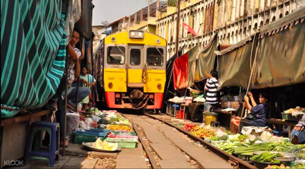 【出走曼谷外府二部曲】交通只要200泰銖,來去「美功鐵道市集」、「安帕瓦水上市場」一日遊!