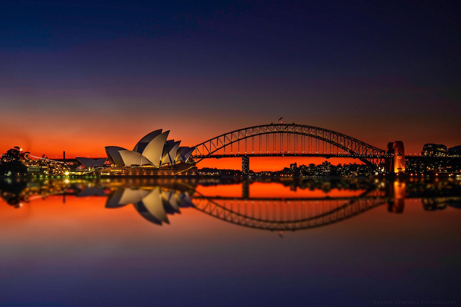 雪梨歌劇院和港灣大橋,都是雪梨著名的經典地標。(Flickr授權作者-Rodney Campbell)