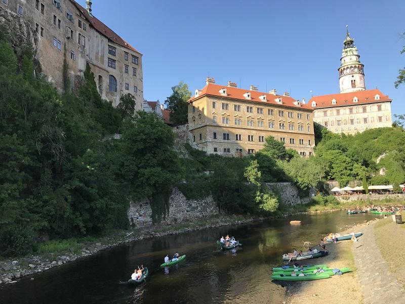 城堡及伏爾塔瓦河緊緊相鄰
