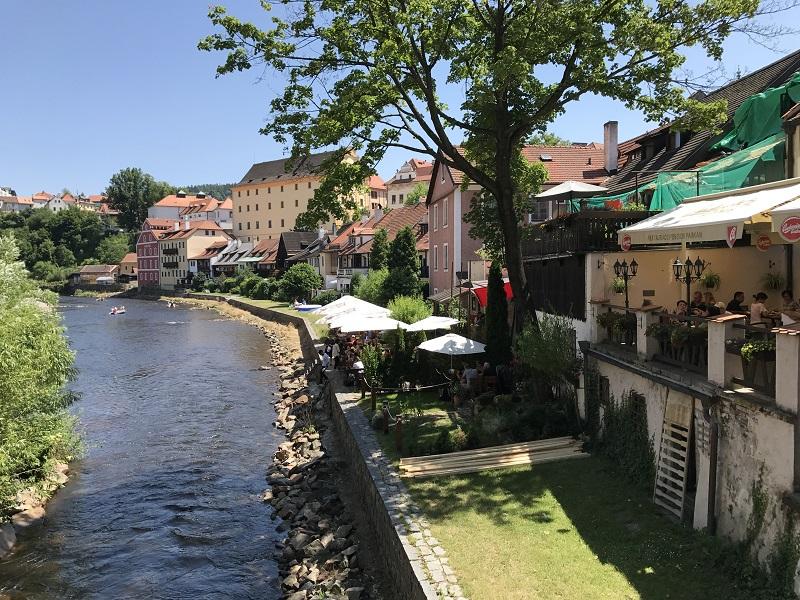 位於河岸旁的餐廳,河景是吸引客人的重要元素!