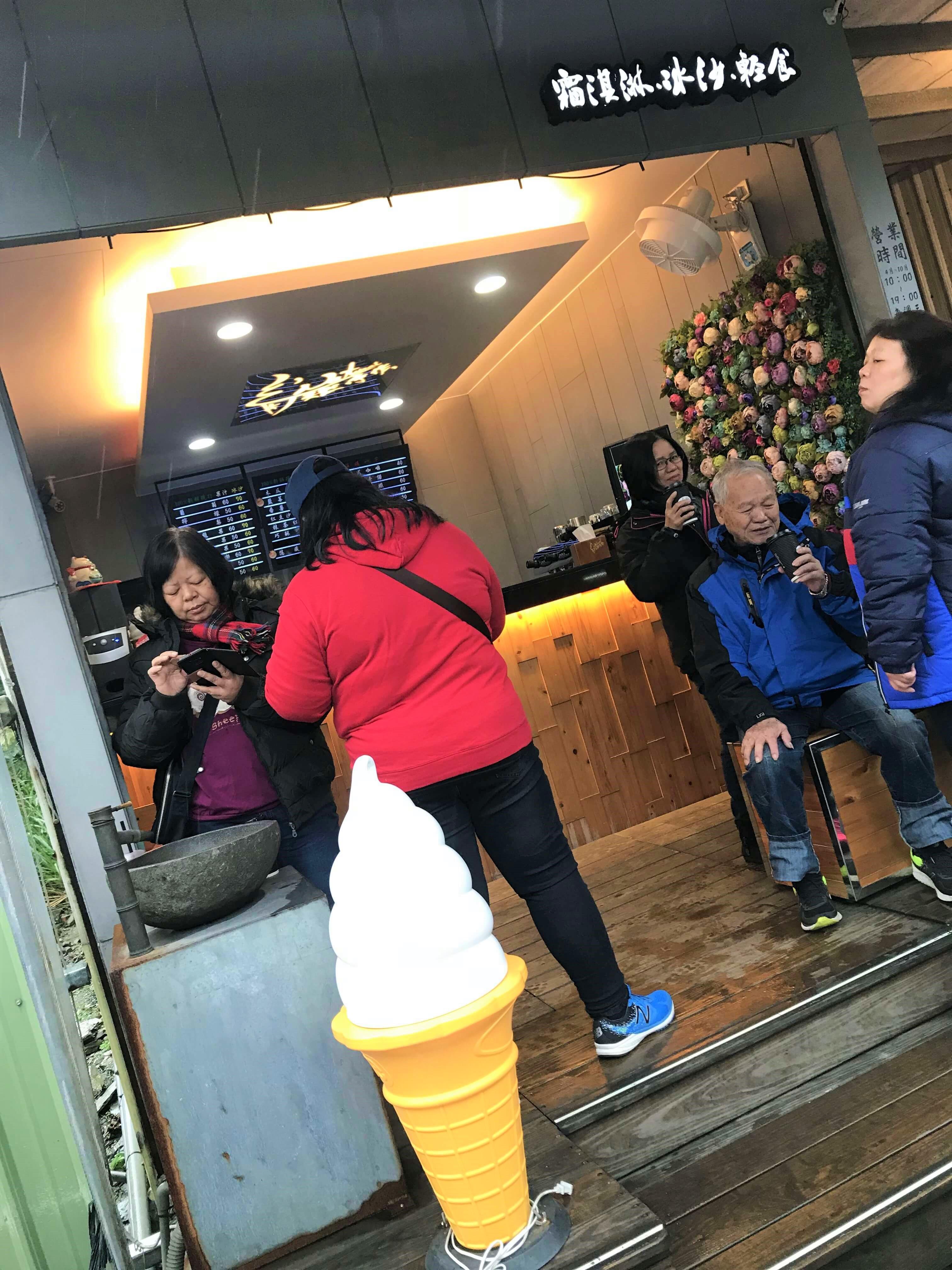 小小的店面連冬天都有許多人來朝聖!Photographer / Penny