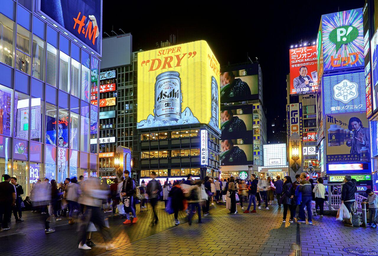 1 1 「日本大阪」繁華的街景、活力的在地文化以及多元的購物熱點,深深抓住台灣消費者的心!圖片來源:Pedro Szekely 2016 from Flickr preview