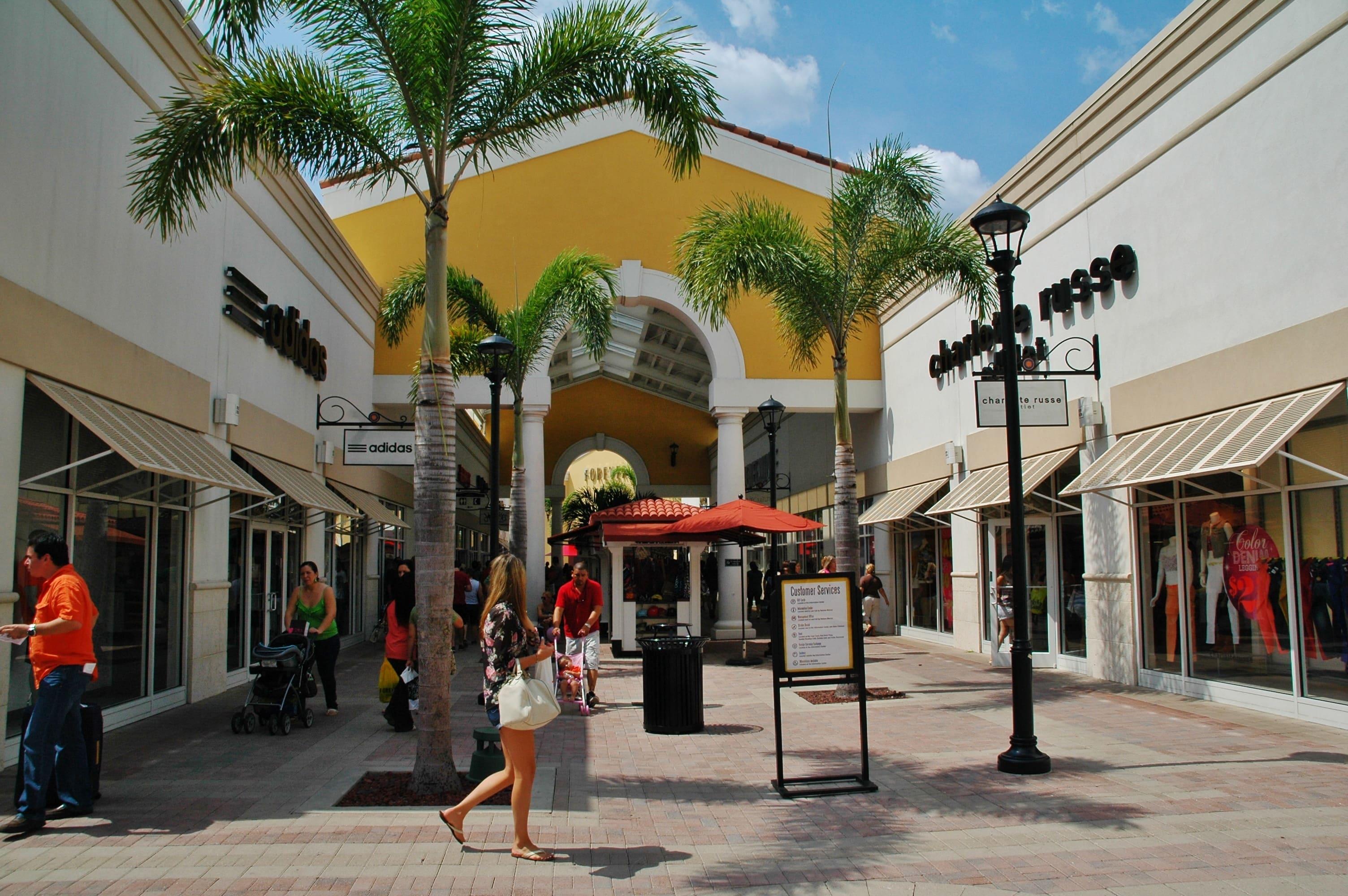 Orlando Premium Outlets 圖片來源:https://goo.gl/nyq28x