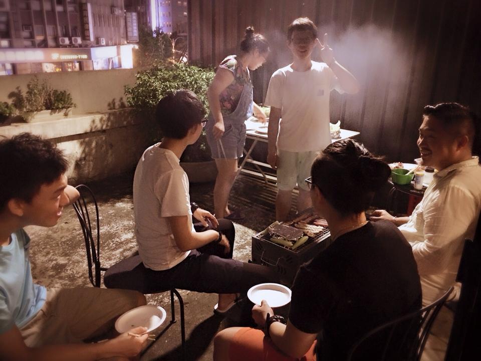 旅舍不定時舉辦房客烤肉趴 Photo | Banana Hostel
