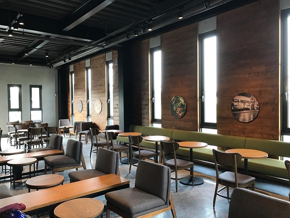 復 古 典 雅 的 內 觀 。 圖 片 來 源 : 統 一 星 巴 克 咖 啡 同 好 會 。
