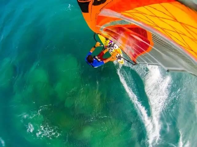 極 限 風 帆 , 想 要 駕 馭 海 浪 , 需 要 點 技 術 !
