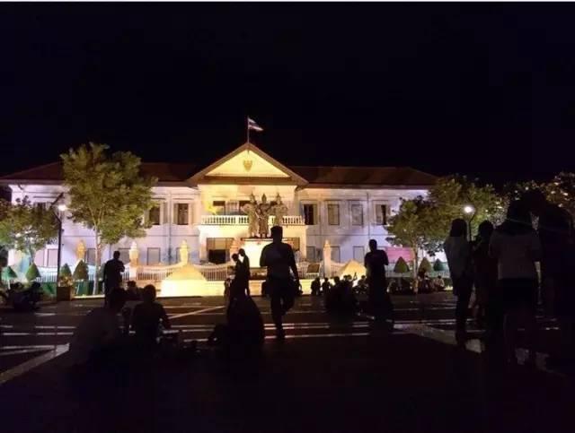 清邁的精髓 三 王 紀 念 碑 廣 場 。