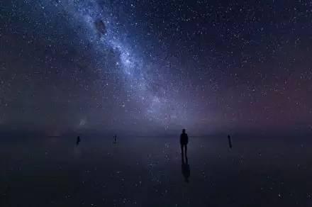 天 空 之 鏡
