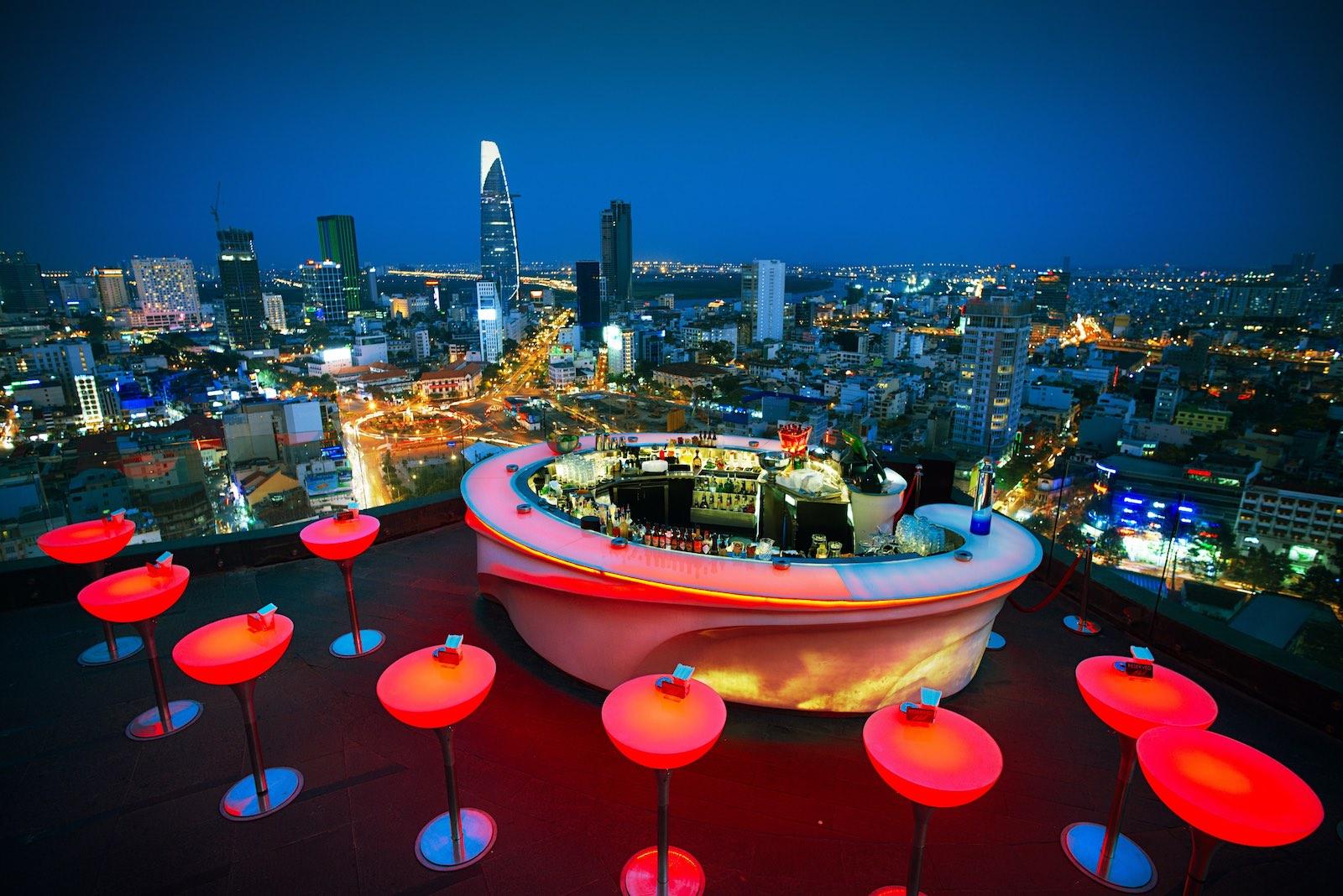 越南必去 Skybar 絕美夜景! 7 家最新胡志明高空酒吧!