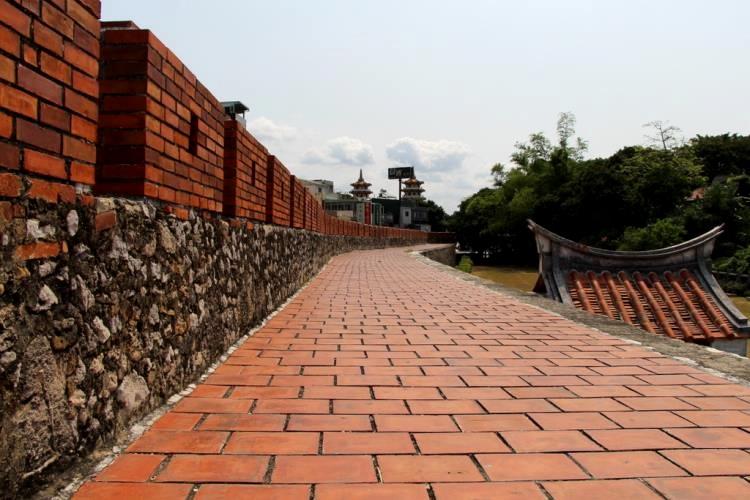 左營舊城部份修復過後的城牆結構。(圖片來源/高雄旅遊網)