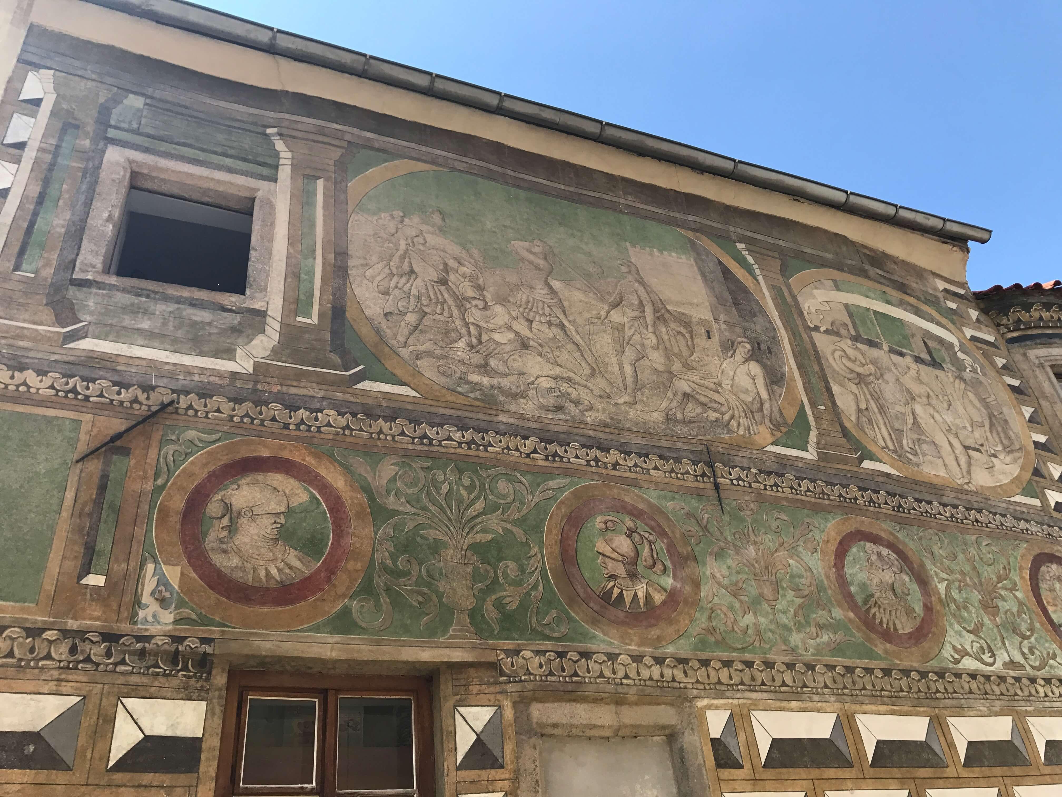房屋牆上精巧的壁畫!Photogragher / Penny