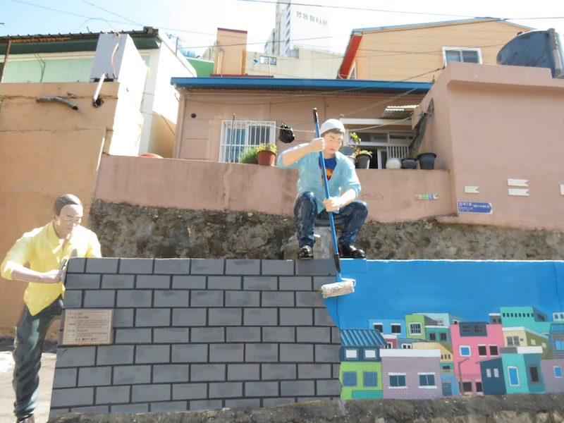 《大叔粉刷牆壁的裝置藝術》甘川洞文化村