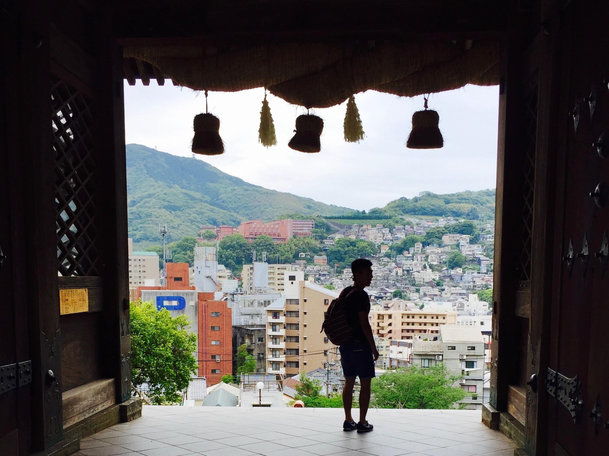 爬上諏訪神社回眸,會發現這樣美美的長崎。