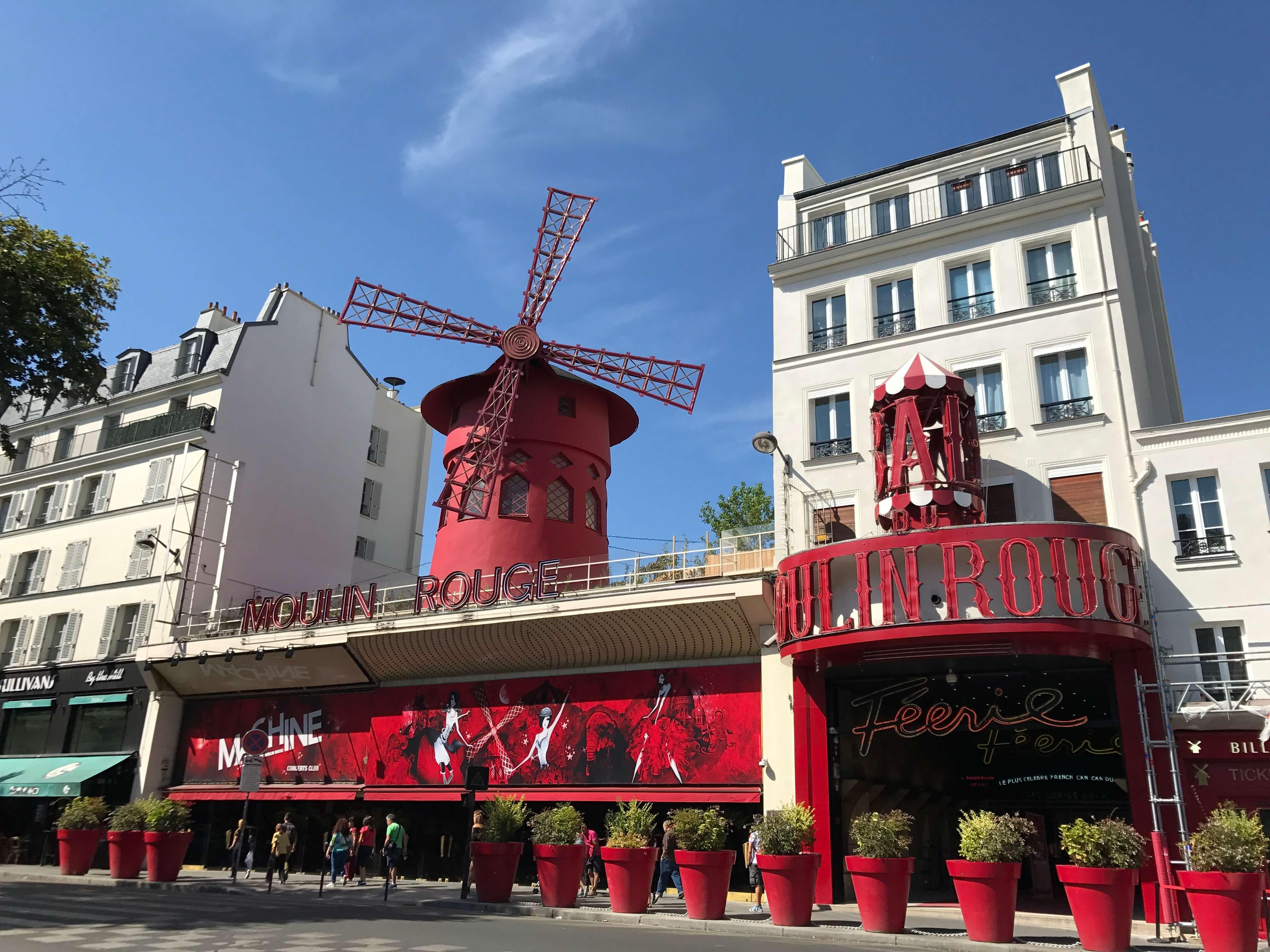 法國巴黎紅磨坊 photo by 倍包客