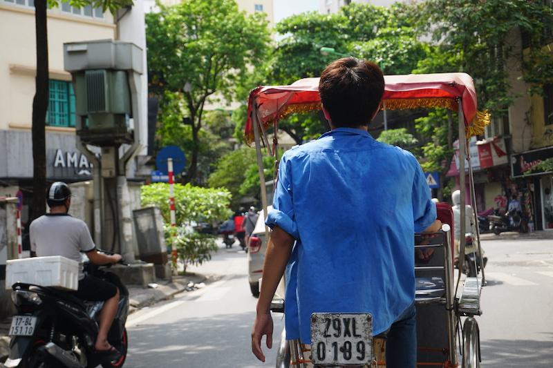 KLOOK客路旅遊體驗師|越南:搭乘三輪車探索河內老街區、嚐越式囍餅、品越南咖啡!