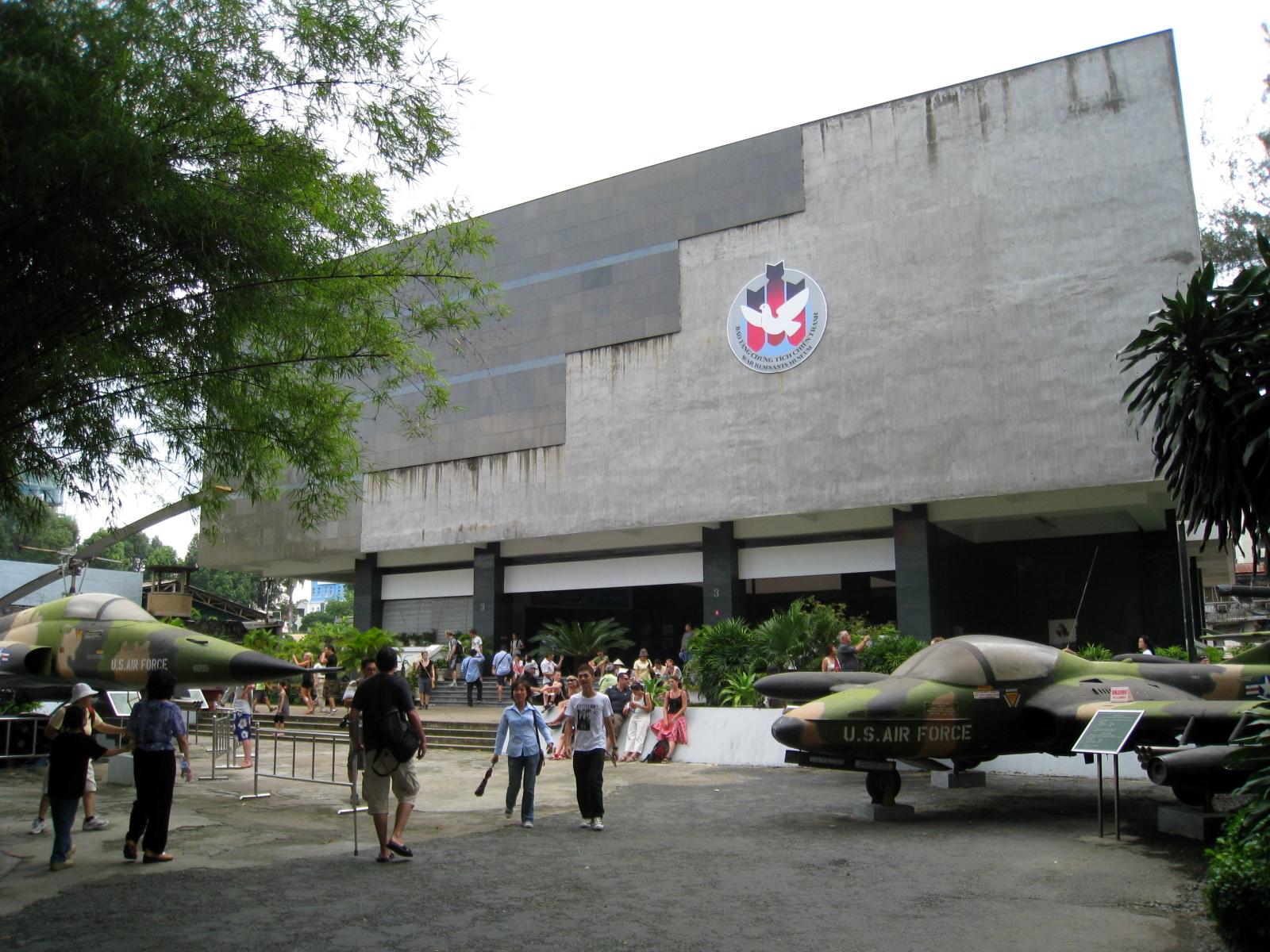 戰爭遺跡博物館 https://commons.wikimedia.org/wiki/File:War_Remnants_Museum_Main_Bulidng.jpg