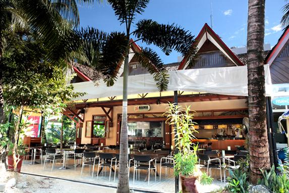 【 長灘島必吃美食 】餐餐不可以少蒜頭飯! 特色餐廳推薦:哈比人餐廳、菲式樹屋、道地鐵板燒⋯