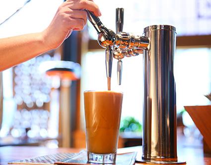 典 藏 氮 氣 冷 萃 咖 啡 , 咖 啡 猶 如 奶 油 般 滑 順 。圖 片 來 源: 官 網 。