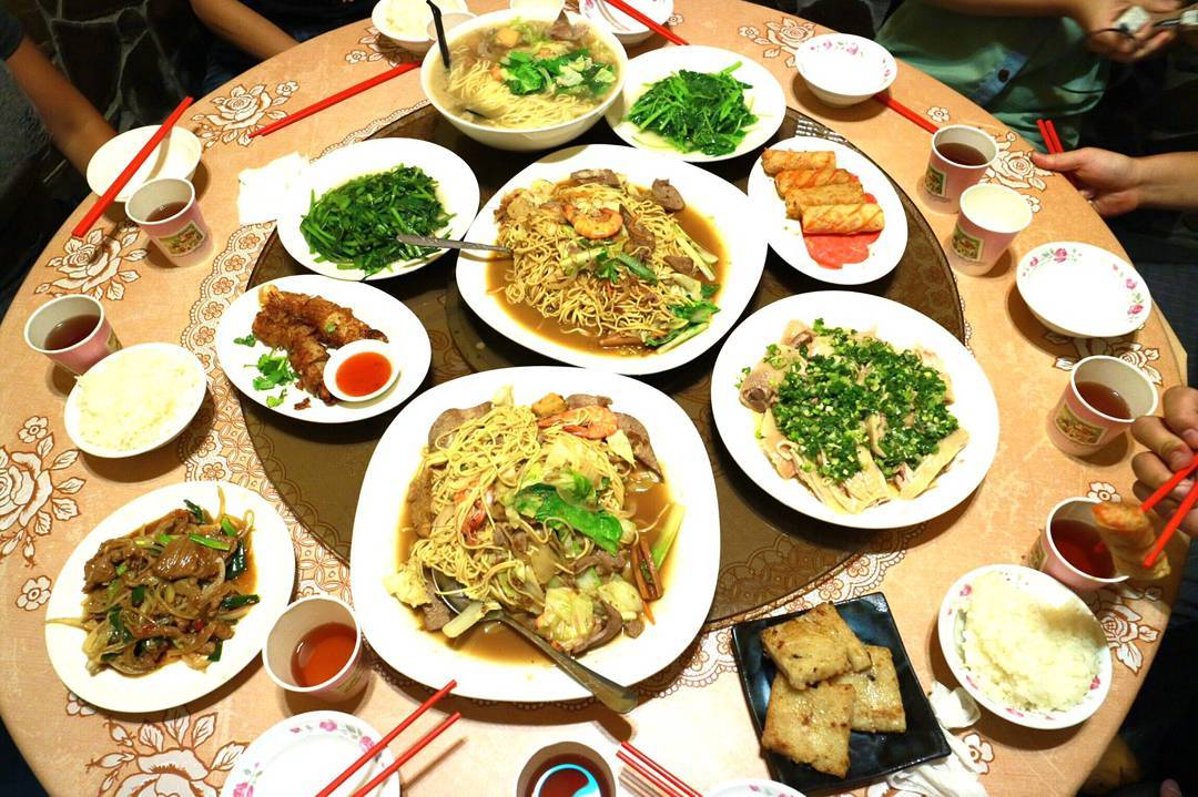 一整桌澎湃的古早味現炒料理,讓人大飽口福!(圖片來源/Instagram-lisa800510)