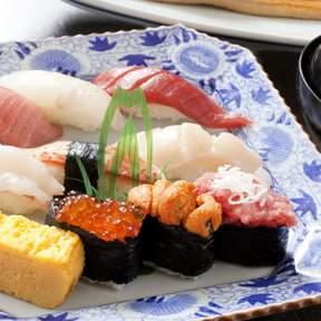 Yachiyo (八千代) Shinjuku Arakicho Branch - Live Making Sushi