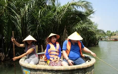 Tour Vùng Nông Thôn Làng Cẩm Kim, Làng Gỗ Kim Bồng và Rừng Dừa với Tài Xế Mặc Áo Dài