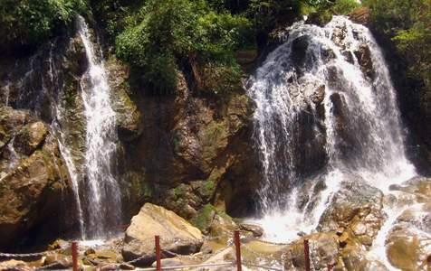 Tour trekking bản Cát Cát từ Sapa với Hướng dẫn viên tiếng Việt