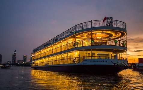 Ăn tối trên tàu Saigon Princess ở Thành phố Hồ Chí Minh