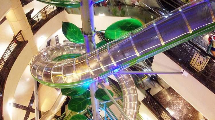 高雄義大世界購物廣場傑克與魔豆主題溜滑梯
