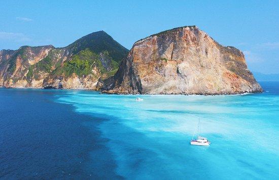 龜山島 牛奶海帆船遠景