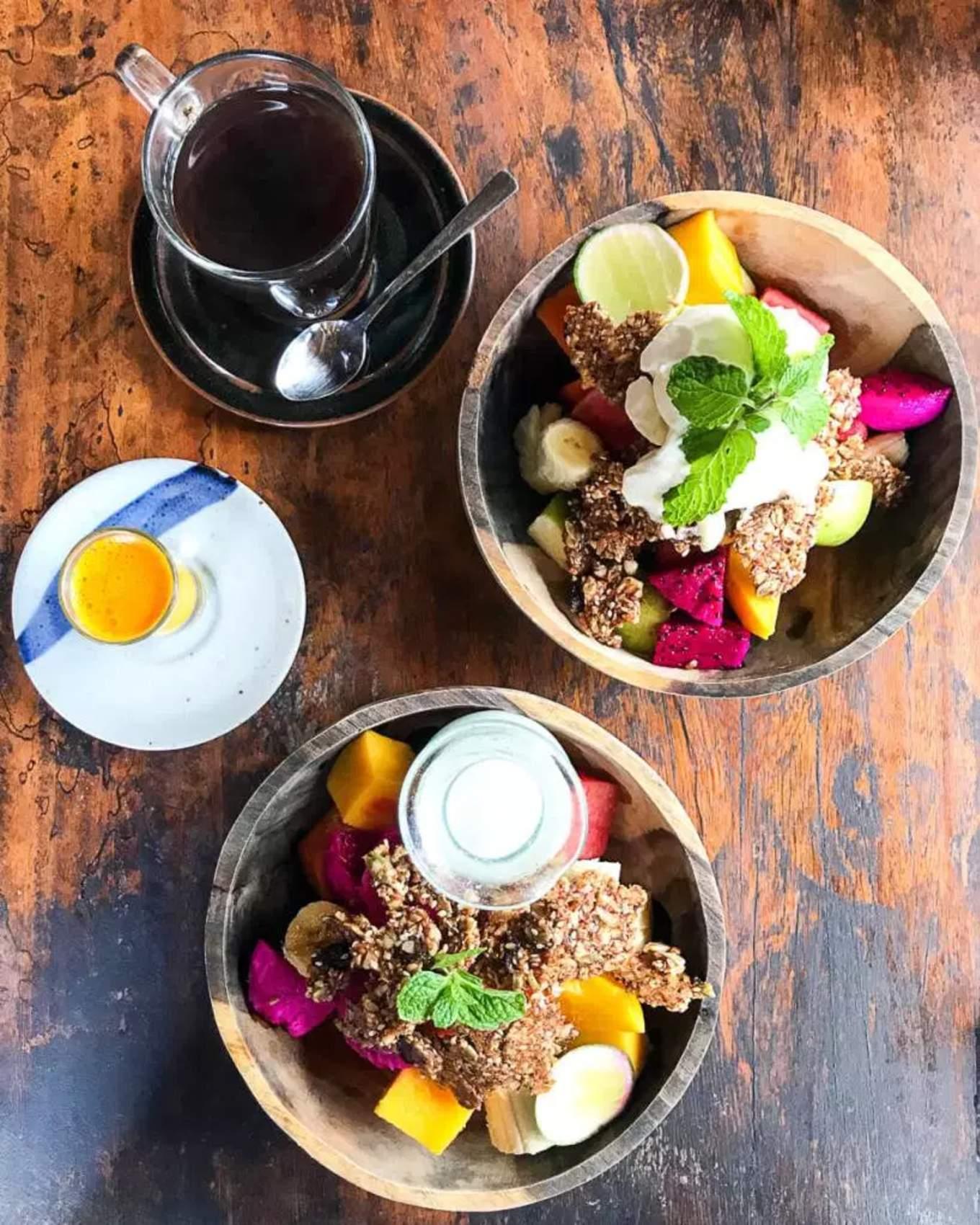 the yoga barn cafe smoothie bowl