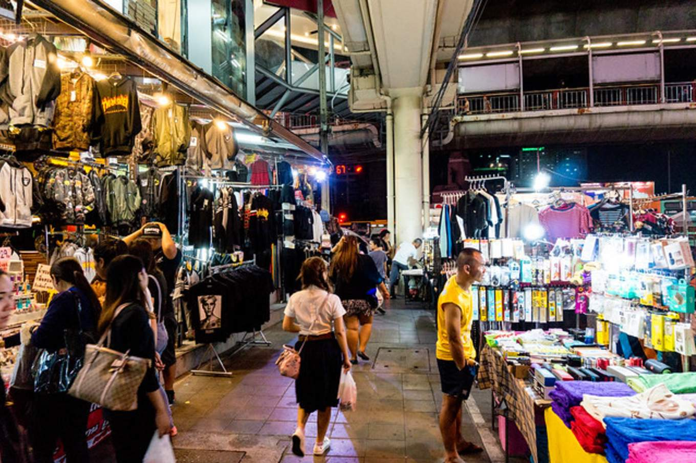 bangkok-BTS-guide-victory-monument-night-market