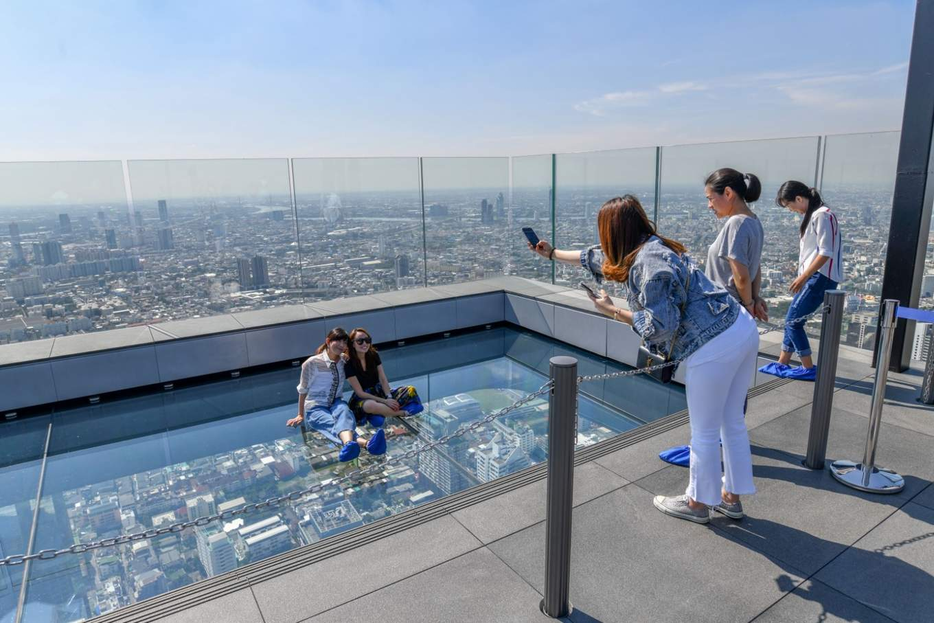bangkok-BTS-guide-mahanakhon-skywalk