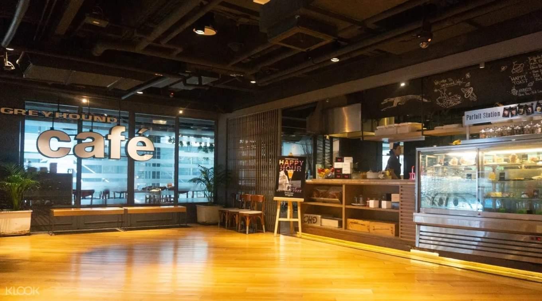 External view of Greyhound Cafe Siam Center