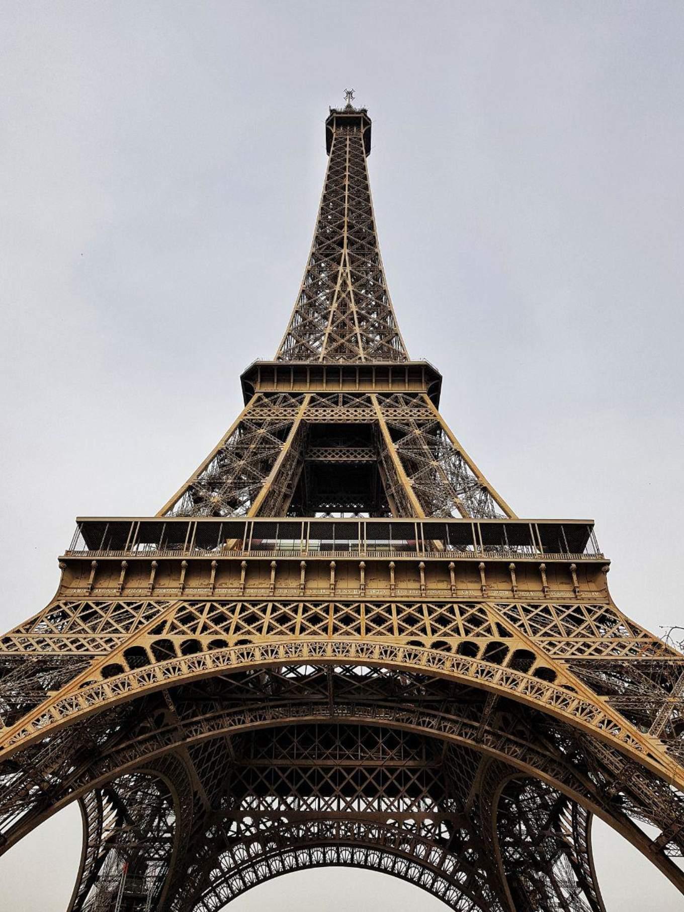 paris-budget-guide-eiffel-tower