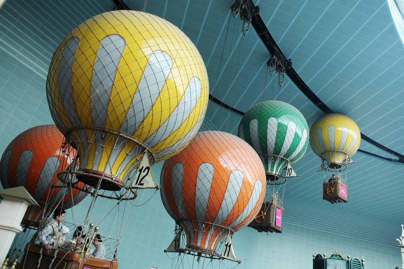 All-You-Need-To-Know-To-Conquer-Lotte-World-aeronaut-balloon