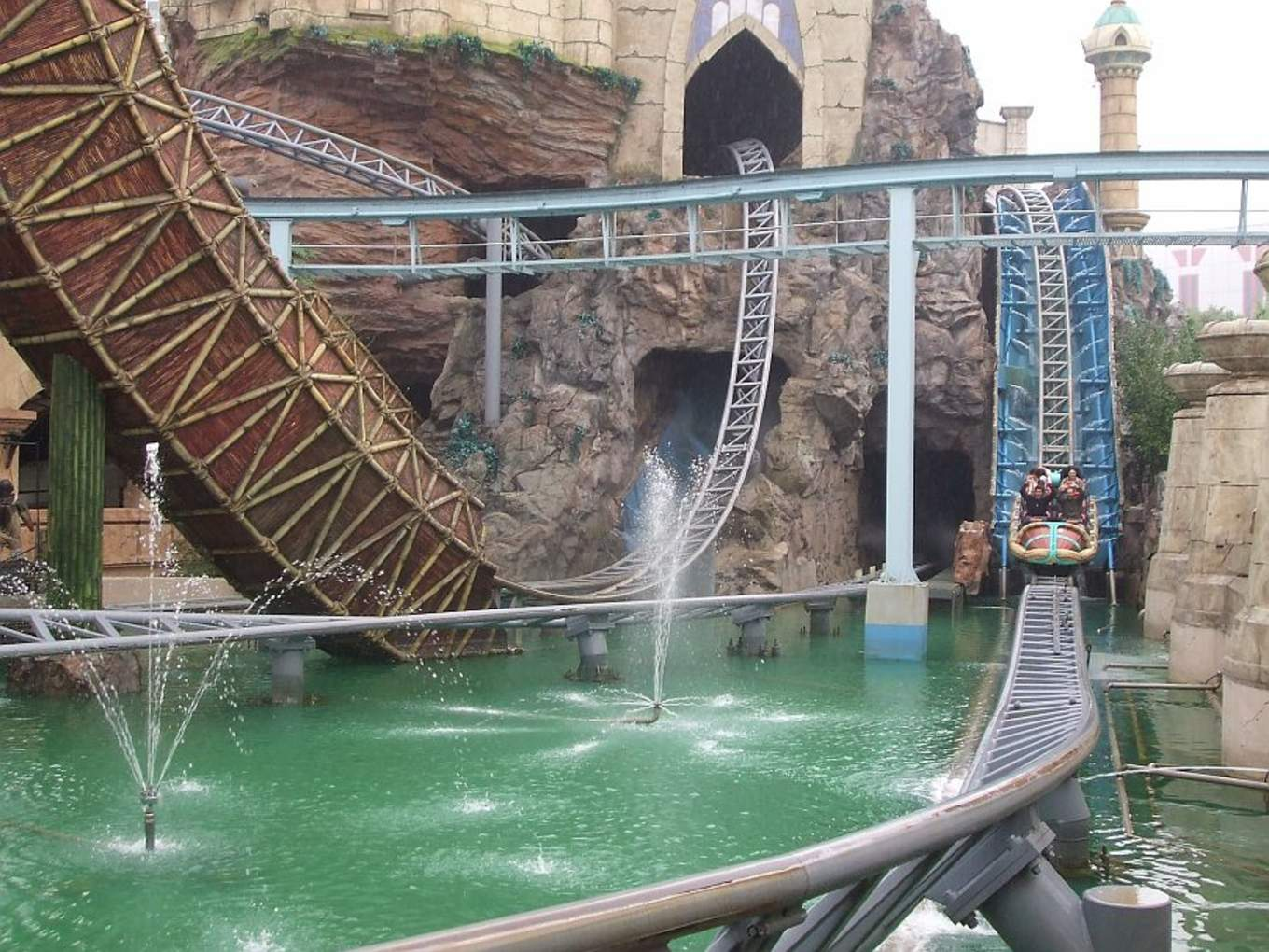 All-You-Need-To-Know-To-Conquer-Lotte-World-atlantis