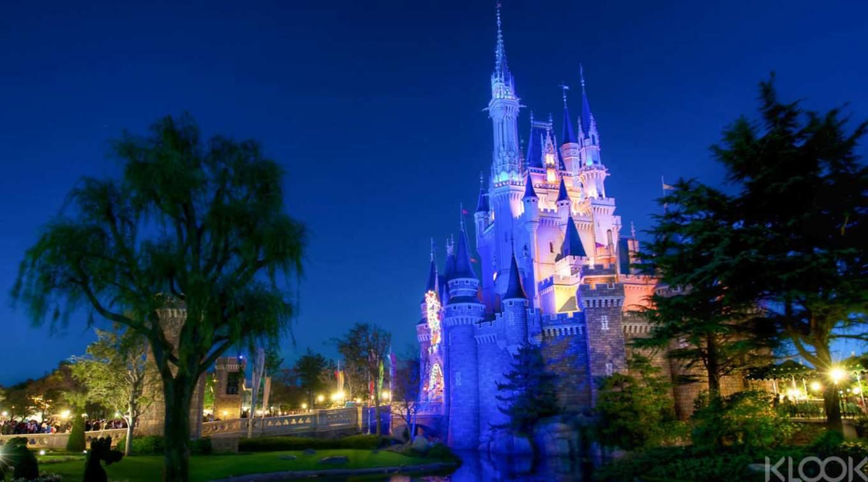 fe7058f3 Tokyo Disneyland Nightlife