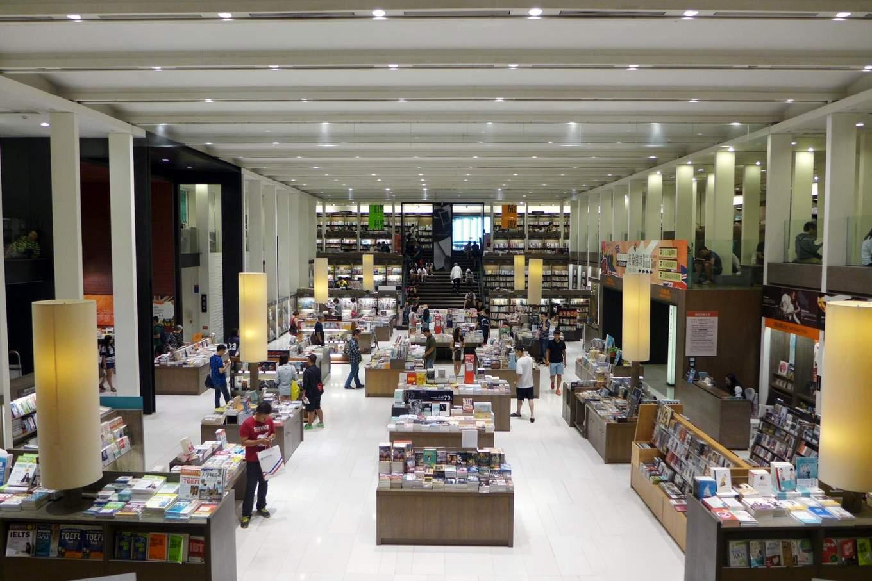 คลังหนังสือ Eslite Bookstore