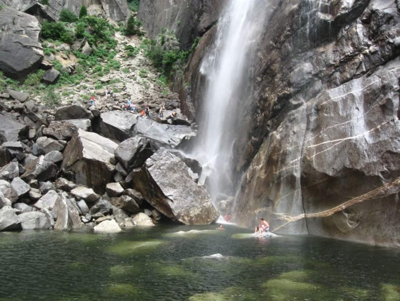 優勝美地瀑布下段|圖片來源::Wikimedia Commons https://goo.gl/RA3fpv