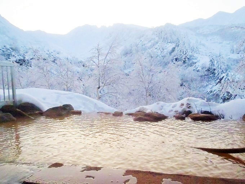 十勝岳溫泉雪景,圖片取自www.hokkaidolikers.com。