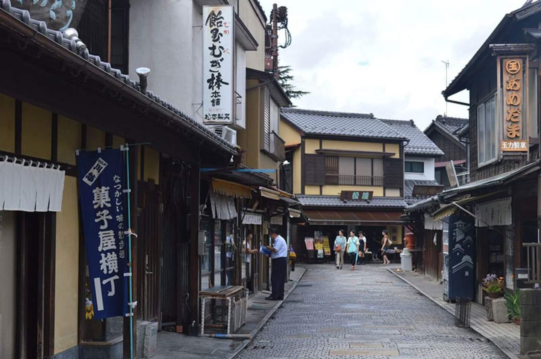 1024px Kawagoe Kashiya Yokocho 2013 09
