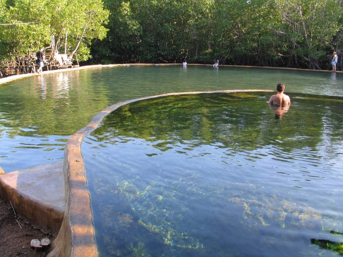 圖片取自https://outoftownblog.com/maquinit-hot-springs-in-coron-palawan/